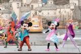 35周年のロゴをつけた船が登場「ファッショナブル・イースター」(C)Disney