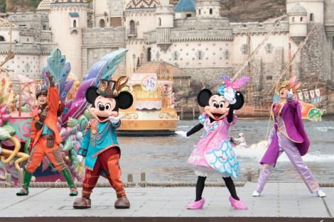 サムネイル 35周年のロゴをつけた船が登場「ファッショナブル・イースター」(C)Disney
