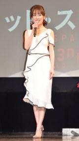 白のドレス姿を披露した泉里香 (C)ORICON NewS inc.