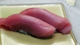 天然以上? 食通をうならせる高級養殖マグロのお寿司=3月29日放送、NHK総合『超体感!エクストリーム・ミッション』(C)NHK