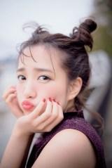 AKB48・加藤玲奈の1st写真集『誰かの仕業』表紙カット(宝島社/撮影:中村和孝)
