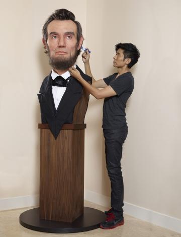 リンカーン大統領の彫像と辻一弘氏