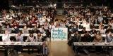 観客と一緒にガンプラを作り上げた小林裕介 (C)創通・サンライズ・テレビ東京