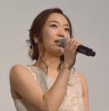 映画『Kalafina 10th Anniversary Film 〜夢が紡ぐ輝きのハーモニー〜』初日舞台あいさつに出席したKalafina・Wakana