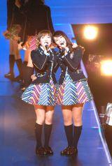 『AKB48単独コンサート〜ジャーバージャって何?』(昼公演)同期の岡田奈々&小嶋真子 (C)ORICON NewS inc.