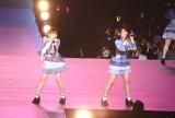 『AKB48単独コンサート〜ジャーバージャって何?』(昼公演)村山彩希(右)がキャプテンを務める新チーム4