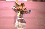 『AKB48単独コンサート〜ジャーバージャって何?』(昼公演)新チーム4をアピールする岡田奈々