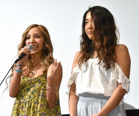映画『三十路女はロマンチックな夢を見るか?』初日舞台あいさつに出席したJuliet(Yumi、Maiko) (C)ORICON NewS inc.
