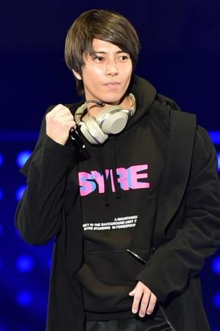 サムネイル 米俳優ウィル・スミスの息子ジェイデン・スミスのステージ前にシークレットゲストとして登場した山下智久(左)(C)マイナビ presents TOKYO GIRLS COLLECTION 2018 S/S