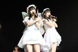 ニューシングル「早送りのカレンダー」のWセンターに抜てきされた(左から)田中美久 矢吹奈子(C)AKS