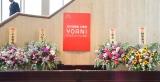 贈呈された花にも小室哲哉氏の名前が=『2018年度 YOANI 入学式』 (C)ORICON NewS inc.