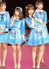 樋渡結依(左)に変顔対決を求められた中西智代梨(右)=『AKB48単独コンサート〜ジャーバージャって何?』夜公演より (C)ORICON NewS inc.