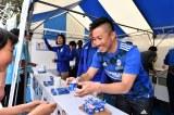 『ダノンネーションズカップ2018 in JAPAN』子どもたちとふれあう前園真聖氏