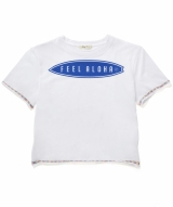 セリーヌが着用した「リリー&エマ」の「FEEL ALOHA」Tシャツ