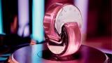 ジュエリーのように輝くボトルも魅力的な『オムニア ピンク サファイヤ』