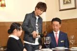 ワインの注ぎ方研修も (C)ORICON NewS inc.