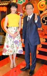 フジテレビ系バラエティー番組『梅沢富美男のズバッと聞きます!』に出演する(左から)阿部哲子アナウンサー 、梅沢富美男 (C)ORICON NewS inc.
