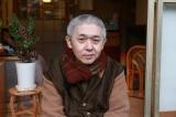 役衣装のまま取材に応じる新井英樹氏(C)「宮本から君へ」製作委員会