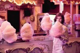 シリーズの新しいミューズに起用された、仏の若手女優ルー・ドゥ・ラージュ