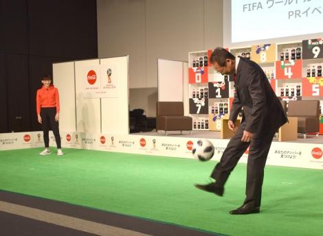 リフティングも=『ウチのコークは世界一「コカ・コーラ」FIFA ワールドカップキャンペーン』のPRイベント (C)ORICON NewS inc.