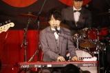 ボーカル/ピアノの藤原聡