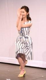 ヨガを披露する近藤カコ=レプロエンタテインメントの現役女子大生部門「CAMPUS ROOM」お披露目会見 (C)ORICON NewS inc.