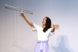 バトンを披露する田村りな=レプロエンタテインメントの現役女子大生部門「CAMPUS ROOM」お披露目会見 (C)ORICON NewS inc.