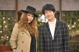 NHK総合の新番組『世界はほしいモノにあふれてる 旅するバイヤー 極上リスト』MCを務めるJUJU、三浦春馬(C)NHK