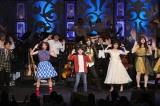 観客と一緒に「リメンバー・ミー」を歌って踊るスペシャルステージ(C)Disney