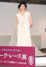 白のロングドレスで登場した安田成美 (C)ORICON NewS inc.