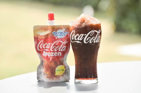 サムネイル 16日より全国のスーパー、コンビニエンスストアなどで販売される『コカ・コーラ フローズン レモン』(125gパウチタイプ)
