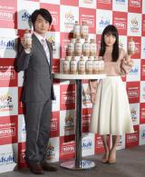 『WONDA TEA COFFEE』の新発売記念発表会に出席した(左から)神木隆之介、川栄李奈 (C)ORICON NewS inc.