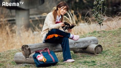 サムネイル ドラマ『会社は学校じゃねぇんだよ』で制服ギャル姿を公開したAAA・宇野実彩子 (C)AbemaTV