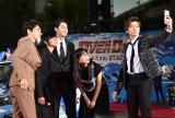 映画『OVER DRIVE』(6月1日公開)のスペシャルステージにて自撮りする出演者 (C)ORICON NewS inc.