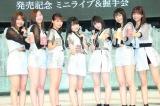 新曲リリース記念にジュースで乾杯するJuice=Juice(左から)金澤朋子、植村あかり、高木紗友希、染川奈々美、宮本佳林、段原瑠々、宮崎由加