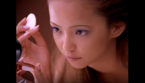 """サムネイル 1997年『ヴィセ』のミューズとして""""茶肌・細眉""""メイクでKOSEのCMに初登場した安室奈美恵"""