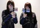 最新技術を体験中の欅坂46(左から)土生瑞穂、菅井友香 (C)ORICON NewS inc.