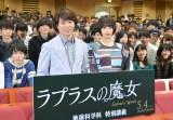 大学の講義にサプライズ登場した(左から)櫻井翔、広瀬すず (C)ORICON NewS inc.