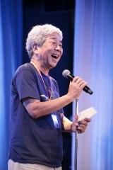 オープニングセレモニーで挨拶に立った吉本興業・大崎洋社長