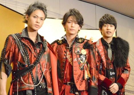 ライブ前に囲み取材を行ったKAT-TUN(左から)上田竜也、亀梨和也、中丸雄一(C)ORICON NewS inc.