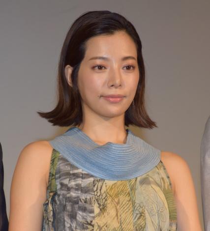個性的なワンピースが素敵な桜井ユキ