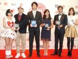 『第6回ペアレンティングアワード』授賞式に出席した(左から)ファンタジスタさくらだ、Bose、前田健太、藤本美貴、塚本高史、蛯原英里氏 (C)ORICON NewS inc.