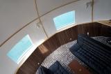 『移動式球体型水上ホテル』の船内