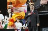 大村秀章愛知県知事が65本のバラの花束でSKE48を激励(C)AKS