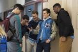 Netflixオリジナルシリーズ『13の理由』ハンナを最初に傷つけた男子生徒ジャスティン(右から2人目)