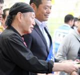 常総市名物の常総福幸米を無料配布しPR活動を行なった泉谷しげる (C)ORICON NewS inc.