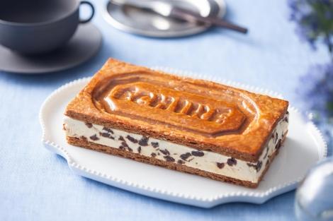 サムネイル バタークリームのコクとパイのほろ苦さを楽しめる『ミルフイユ エシレ』(1個/税抜3800円)