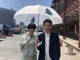 """横浜で""""恋雨傘""""をさす小松菜奈、大泉洋"""