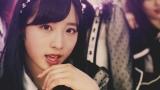 センター小栗有以=AKB48の52枚目シングル「Teacher Teacher」MVより(C)AKS/キングレコード
