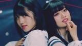 (左から)村山彩希、中井りか=AKB48の52枚目シングル「Teacher Teacher」MVより(C)AKS/キングレコード